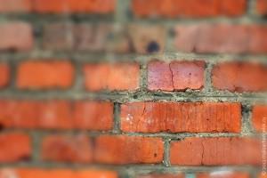 Кирпичная стена.