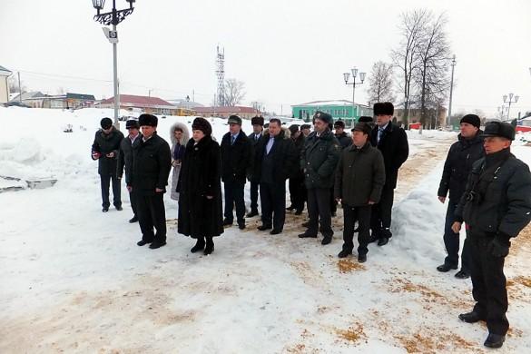 Торжественное возложение венков к Вечному огню в парке Победы, 22 февраля 2013 года.