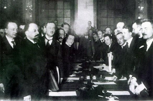 Рижский договор 1921 года, крайний слева - Оболенский Л. Л.