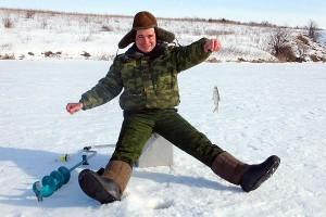 Рыбак подлёдного лова.