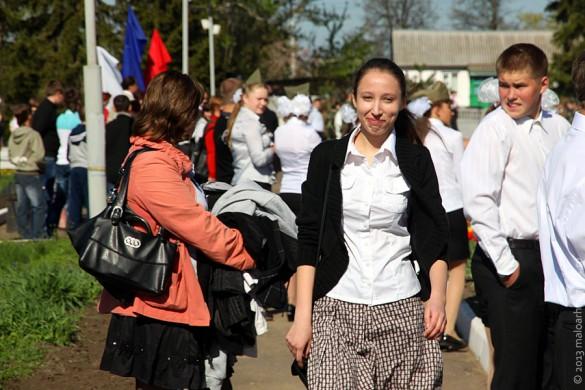 В Парк Победы Малоархангельска пришли и школьники — у них в этот день был выходной.