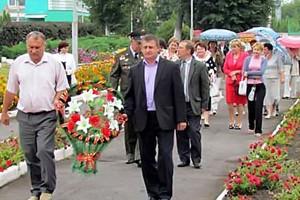 Торжественное возложение цветов к Вечному огню в Малоархангельске.