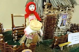 Силами учащихся района и воспитанников детских садов была подготовлена выставка поделок из природного материала.