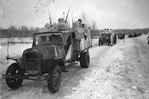 Советские войска на дорогах к Малоархангельску Орловской области.