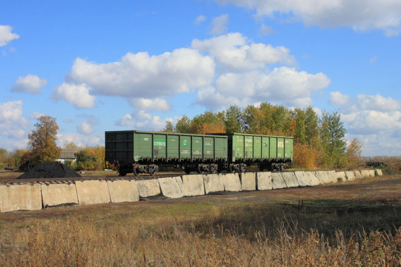 Полувагоны на подъездном пути от ст. Малоархангельск.