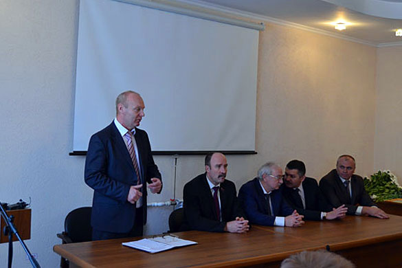 Поздравить предприятие с успешным завершением года приехали первые лица района и области.
