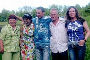 У Галины Дмитриевны большая и дружная семья: муж, две дочери и сын.