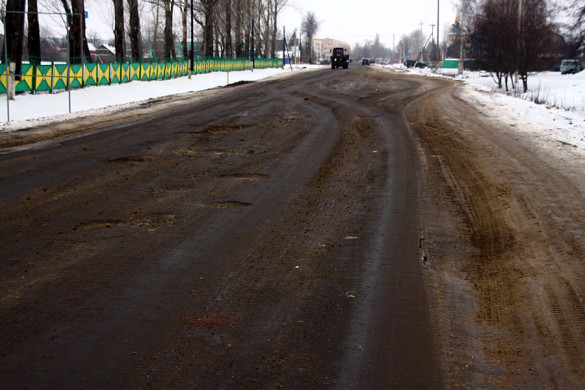 Разбитая дорога на улице Калинина в Малоархангельске.