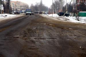 Ямы на дороге на улице Калинина в Малоархангельске.