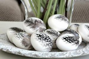 ostereier-bilder-ostereier-gestalten-feder-schwarz-weiß