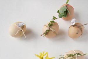 ostereier-gestalten-osterdeko-basteln-ideen-garn-frühlingsblumen