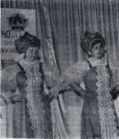 Русский танец исполняют Елена Борискина и Людмила Филимонова из Протасовской школы. 1984 год.