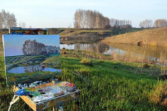 Здесь много фотографий, где Дмитрий пишет в местах неподалеку от Малоархангельска.