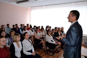 Депутат Вдовин перед школьниками МСШ №1.
