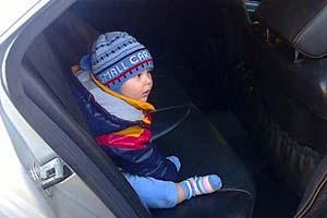 Ребёнок в автомобиле.