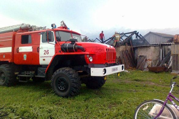 Пожарная машина на тушении пожара на станции Малоархангельск.
