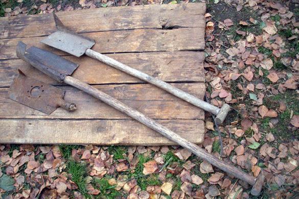Лопаты для копки торфа.