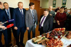 В Малоархангельске врио губернатора ознакомился с продукцией местных производителей и творческими выставками