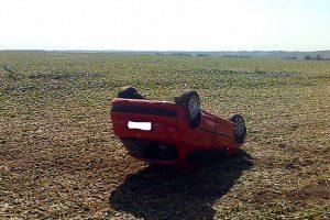 Перевернувшийся автомобиль.