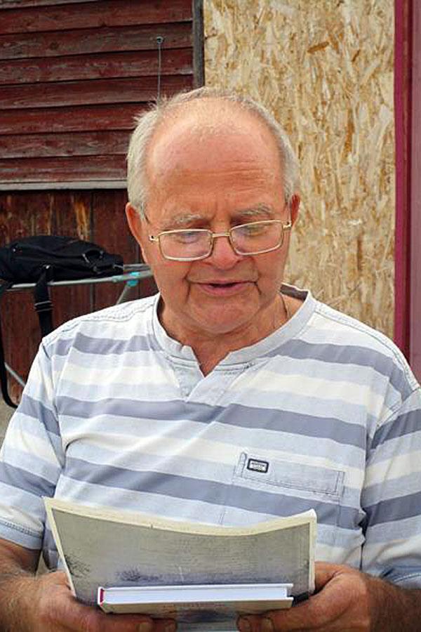 Юрий Новиков читает своё новое стихотворение
