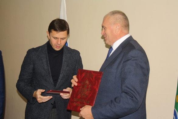 Губернатор поблагодарил Юрия Маслова за многолетнюю плодотворную работу на посту главы района