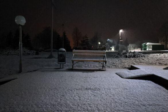 Снег в апреле в Малоархангельске. Парк.